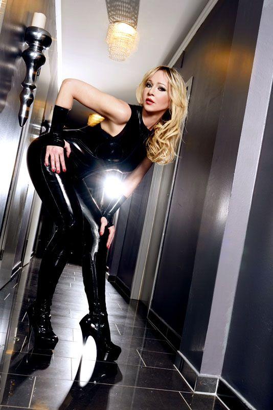 Mistress Liliana – Wieder bei uns zu Gast im Alten Bizarren Bahnhof - AlterBizarrerBahnhof - 2019-06-04-mistress-liliana-07-jpg.9026
